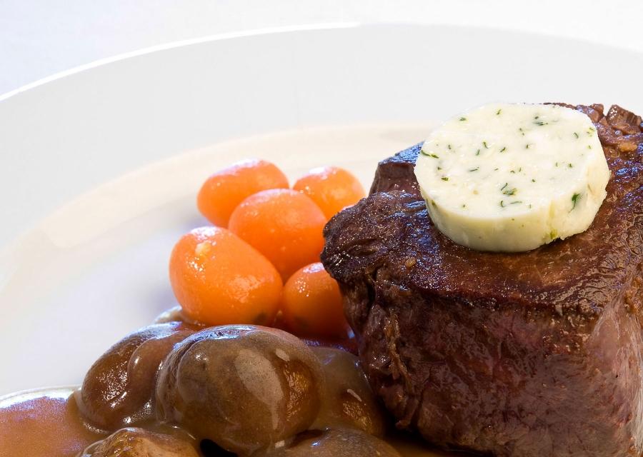 Catering boda Sevilla: medallón de carne para tu boda
